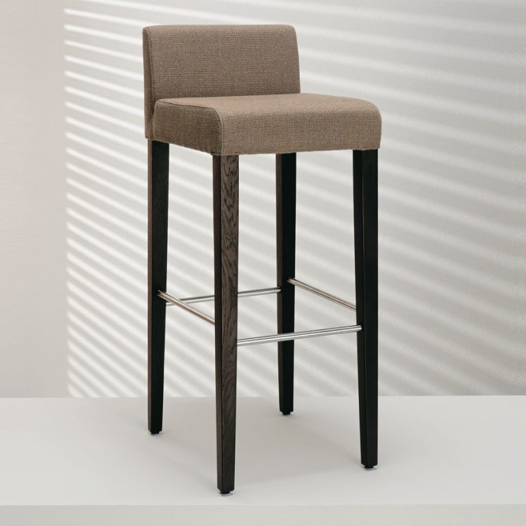 D 4 Bar Stool – Hulsta 1